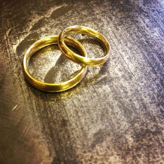Tawny Phillips - Pair of simple gold wedding bands